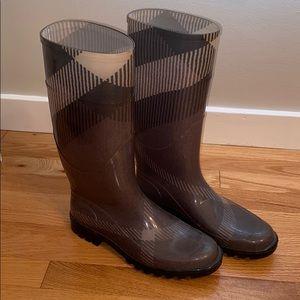 Burberry grey rain boots